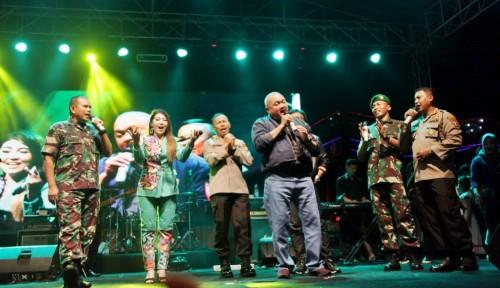Foto Dipanggung Hiburan Rakyat, Alex Pamit dari Gubernur Sumsel