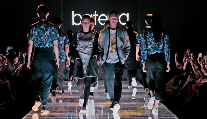 Batik Dominasi Plaza Indonesia Men's Fashion Week 2018 - Warta Ekonomi