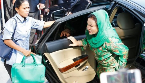 Foto KPK Malaysia Panggil Istri Najib Razak