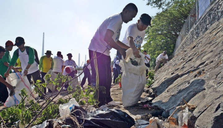 Foto Berita Sambut Hari Lingkungan Hidup PJB dan KLH Bersih-Bersih Pantai