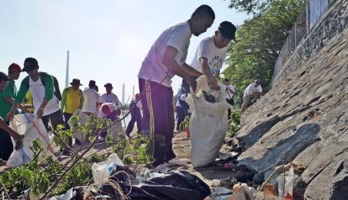 Foto Sambut Hari Lingkungan Hidup PJB dan KLH Bersih-Bersih Pantai
