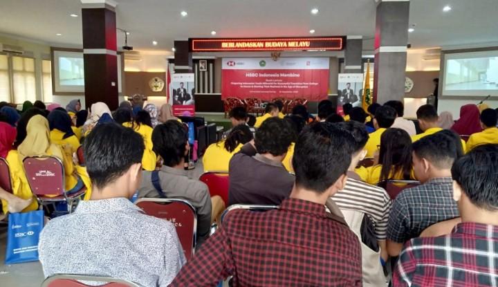 Foto Berita HSBC-Sampoerna Dorong Semangat Wirausaha Milenial Lewat Edukasi Keuangan