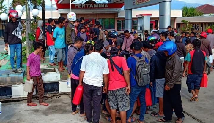 Warga Antre Panjang, Harga Bensin Eceran di Sulteng Capai Rp50 Ribu per Liter - Warta Ekonomi
