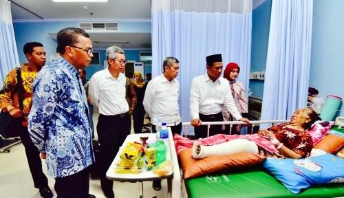 Foto Gubernur Sulsel dan Mentan Tinjau Pasien Pengungsi Gempa di Rumah Sakit