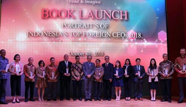 Foto Berita Wapres JK Apresiasi Buku Portraits of Indonesia's Top Foreign CEOs 2018