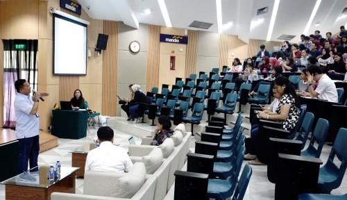 Foto Jadi Dosen di UI, Dirut PNM Kenalkan Program Mekaar