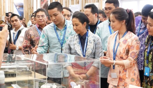 Foto Menteri BUMN Resmikan Indonesia Pavilion di IMF-WB Bali