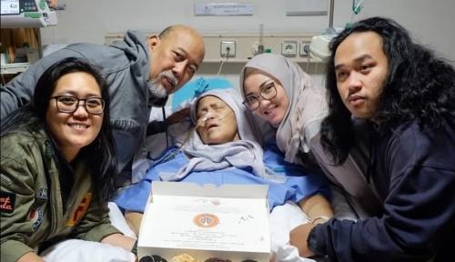 Foto Ini Firasat Keluarga atas Wafatnya Istri Indro Warkop