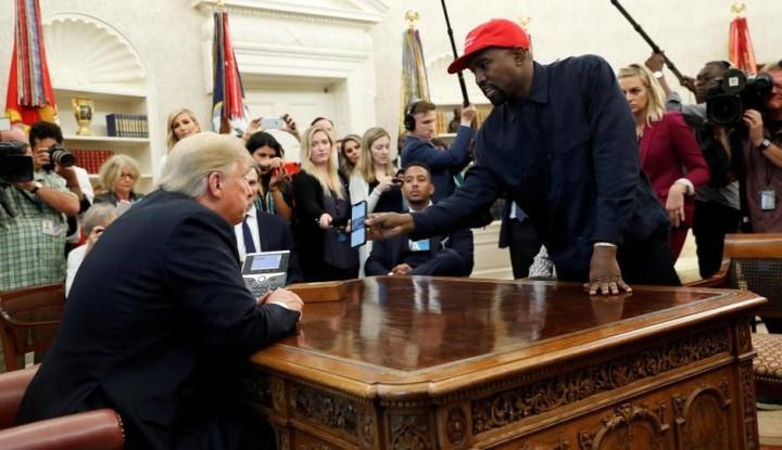 Foto Berita Ketika Kanye West Bertemu Donald Trump, Ini yang Terjadi