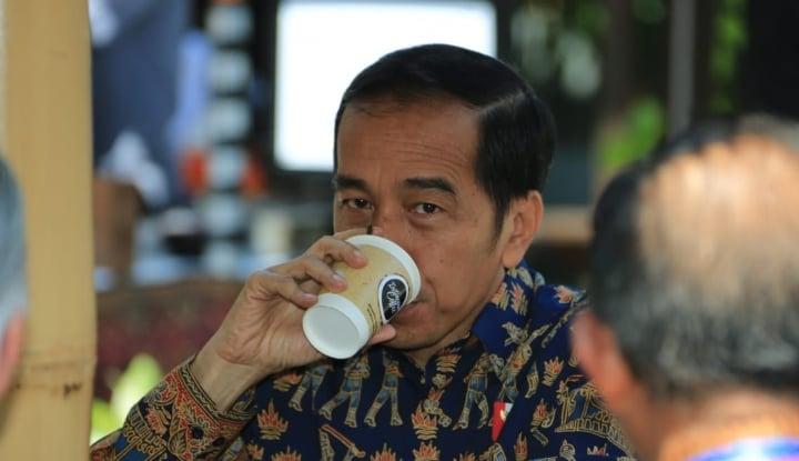 Foto Berita Apresiasi Anak Muda, Jokowi Beli Jaket Lokal di Ideafest