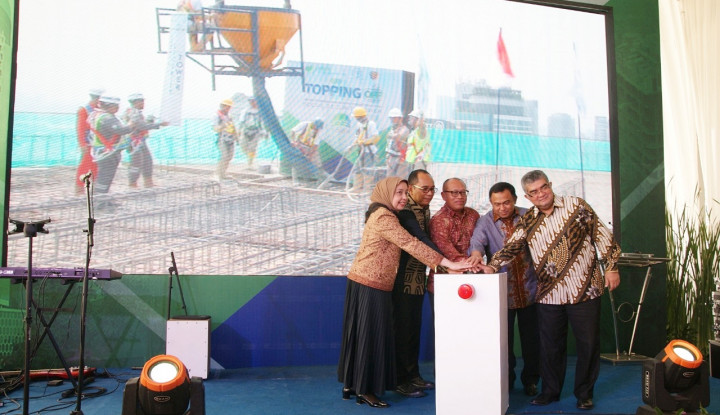 Foto Berita PT PP Gelar Topping Off Proyek SS Tower Senilai Rp546 M