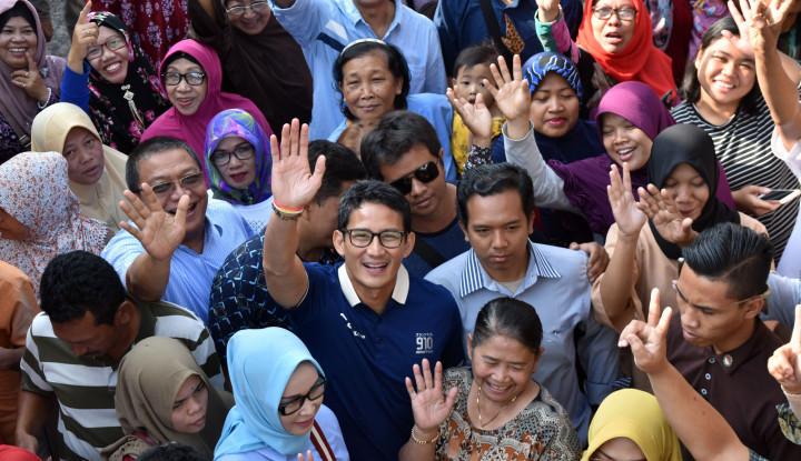 Foto Berita Sukses, Bang Sandi Sukses Buat Ibu-Ibu di Pasar Rembang Histeris
