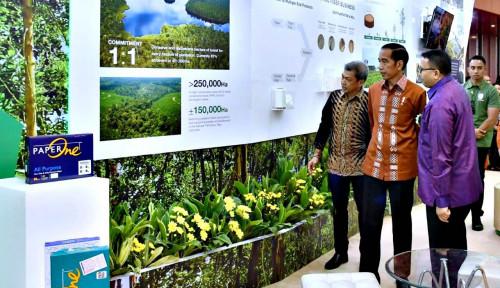 Foto Presiden Sambangi Stand PaperOne Peraih Penghargaan Primaniyarta