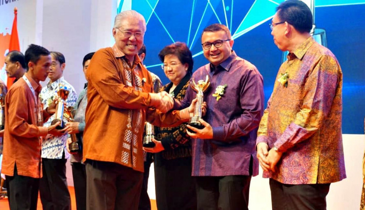 Foto Berita Presiden Sambangi Stand PaperOne Peraih Penghargaan Primaniyarta