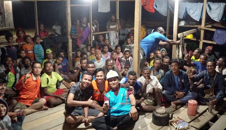 Foto Berita Ekspedisi Papua Terang, Warga Desa Kwaedamban Kini Bisa Nikmati Listrik