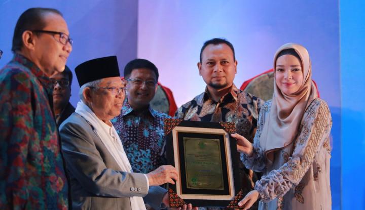 Foto Berita Wardah Shampoo Sabet Penghargaan Halal Top Brand 2018 dari MUI