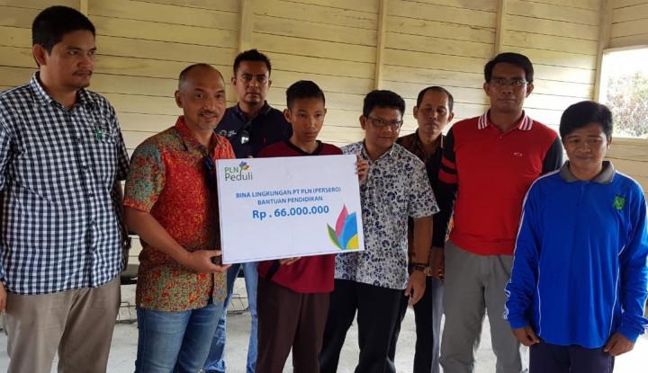 Foto Berita Pemanjat Tiang Bendera Kini Jadi Putra PLN