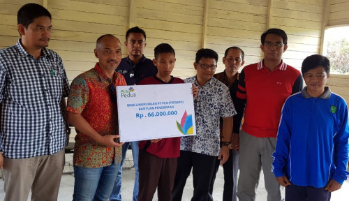 Foto Pemanjat Tiang Bendera Kini Jadi Putra PLN
