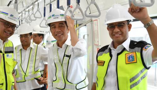 Foto Jokowi Harusnya Bangun Transportasi Massal