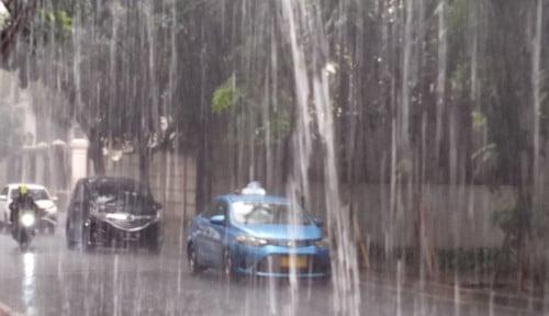 Foto Jakarta Hari ini Diprediksi Hujan