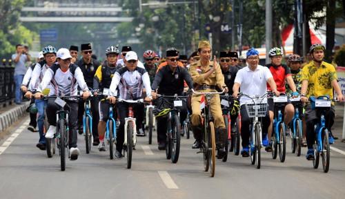 Foto Jokowi Blusukan ke Pasar Cihaurgeulis Bandung