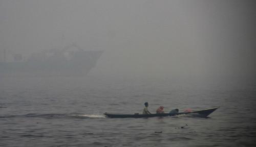 Foto Kapal Motor Penyeberangan Sungai Kapuas Tenggelam, 12 Penumpang Hilang
