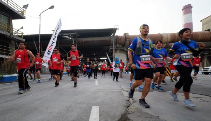 Foto Berita Gelar Lomba Lari di Area Pascatambang, Semen Indonesia Dapat Rekor MURI