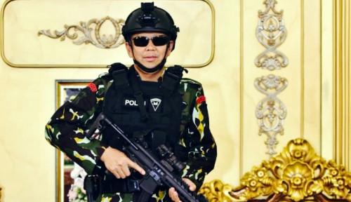 Foto Gaya Kece Gubernur Sulsel Berseragam Brimob, Pakai Kacamata dan Tenteng Senapan
