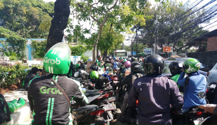 Foto Berita Ratusan Driver Grab Pindah ke Go-Jek Sebabkan Kemacetan 2 KM