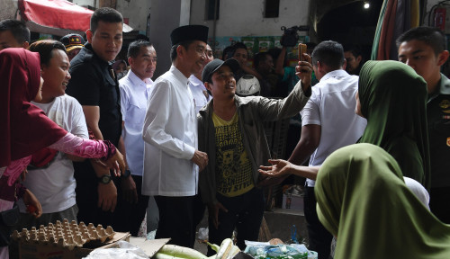 Foto Jokowi Cek Harga di Pasar Sidoharjo, Hasilnya Pak?