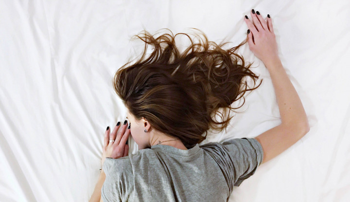Foto Berita 7 Manfaat Tidur Gunakan Kaos Kaki Basah
