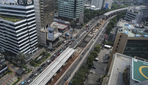Foto Berhentinya Proyek Kereta Cepat & LRT Diyakini Mampu Atasi Kemacetan Tol Japek