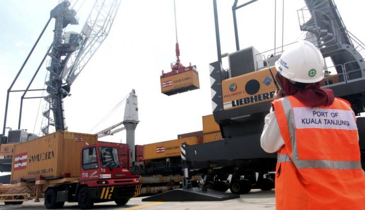 Tingkatkan Pelayanan Bongkar Muat, Pelindo I Datangkan 2 Unit STS Crane - Warta Ekonomi
