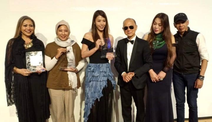 Foto Berita Wakili Indonesia, Sayee Raih Professor Jimmy Choo Award di Malaysia Fashion Week 2018