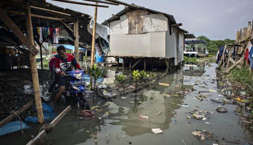 Foto Anies Akui Belum Bisa Atasi Banjir Rob di Kawasan Penjaringan