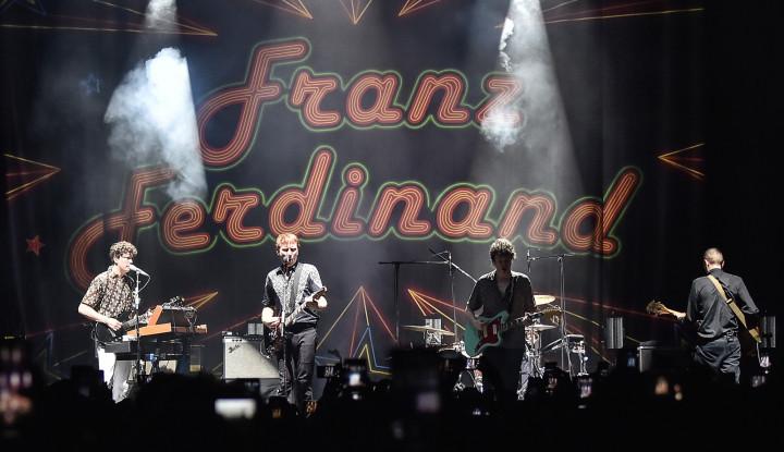 Foto Berita Aksi Franz Ferdinand Pukau Penonton di Jakarta