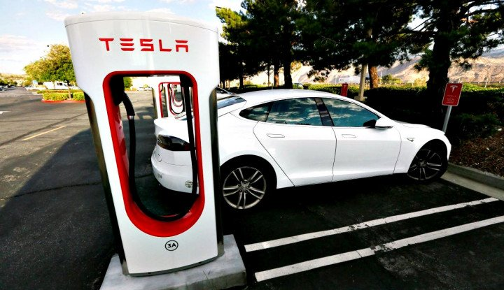 Foto Berita Tesla Urges Tariff Exemption for Chinese-made Car Computer Brain