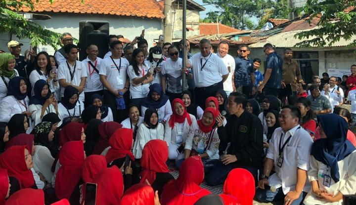 Jokowi dan Menteri Rini Berdialog dengan Ibu-Ibu Mekaar di Bantarjati - Warta Ekonomi