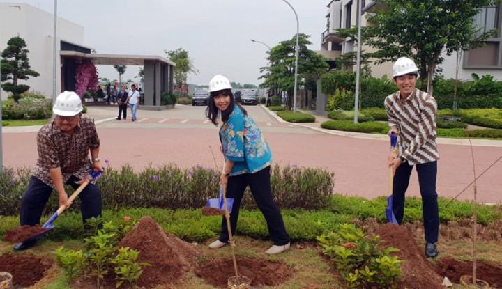 Foto Berita 1Tahun Peluncuran The Zora, Sinar Mas Land Terima Bibit Pohon Sakura dari Ehime Prefecture
