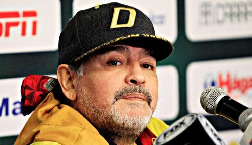 Pele Sedih Melepas Diego Maradona