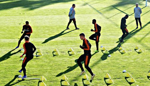 Liga Belanda Eredivisie Resmi Tutup Musim Tanpa Pemenang