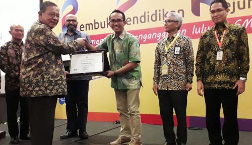 Foto Dukung Peningkatan Mutu SMK, AHM Raih Penghargaan dari Kemendikbud