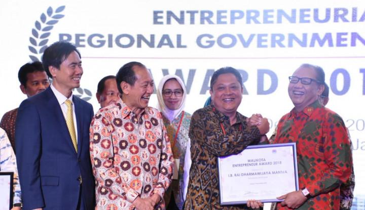 Foto Berita Kelola Pariwisata Denpasar, Rai Mantra Raih Penghargaan Walikota Entrepreneur Award 2018