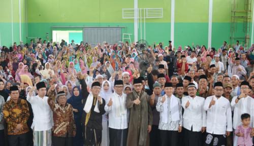 Foto Bersama Gubernur Jabar, Kiai Maman Kembali Bersholawat Satu Jari