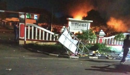 Foto Polisi Tangkap DPO Pelaku Pembakaran Markas Polsek Ciracas