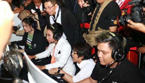 Foto Ikut-Ikutan Bermain Game, Menteri Rini Apresiasi Telkom Gelar Spirit of Millennials Games Day