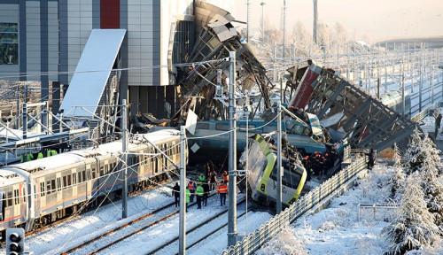 Foto Kecelakaan Kereta Cepat di Turki Tewaskan 9 Orang dan Lukai 50 Lainnya