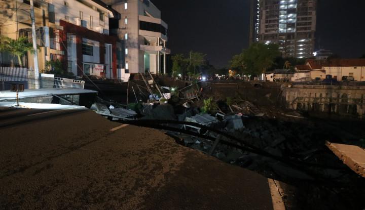 Foto Berita Jalan Gubeng Kota Surabaya Ambles!