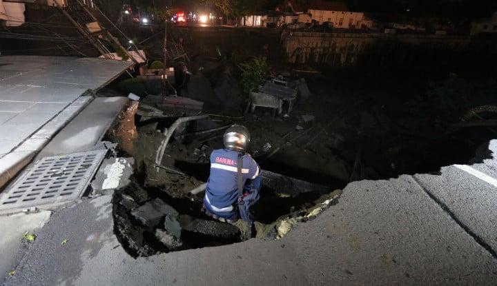 Foto Berita Ini Dia Kronologi Amblesnya Jalan Gubeng Surabaya