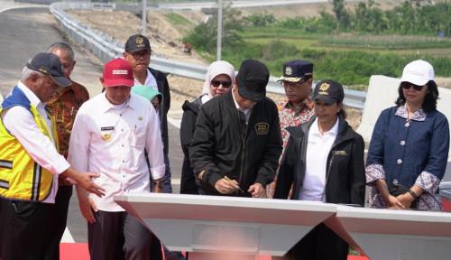 Foto Diresmikan Jokowi, Rini Berharap Tol Trans Jawa Tunjang Perekonomian Jatim
